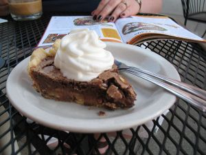 800px-chocolate_chess_pie_while_reading_a_magazine