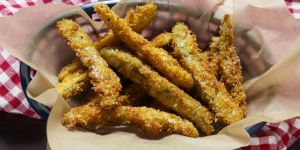 deep-fried-pickle-spears